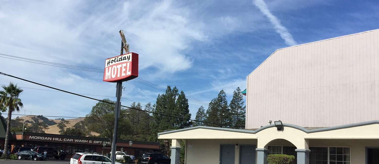 ENJOY COMFORTABLE ROOMS AND MODERN AMENITIES  AS A GUEST OF OUR MORGAN HILL MOTEL